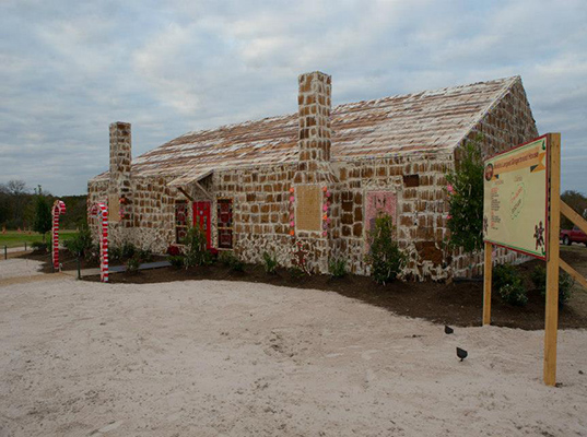 this house covering an area of 2520 square feet and standing at 21 feet high has been declared the biggest gingerbread house ever by guinness world