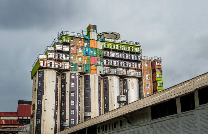 mill-junction-container-residences-overlook-johannesburg-designboom-01
