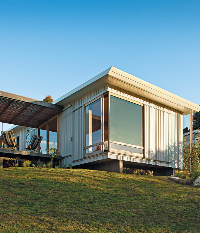Surf s up raising a prefab home in new zealand househappy for Dwell modular homes