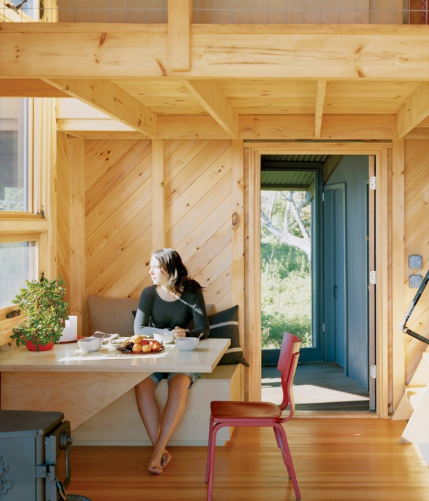 porter-cottage-breakfast-nook-portrait