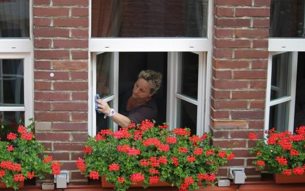 washing-windows-394158_1920